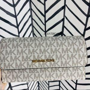 🔸 Michael kors jetset travel large trifold wallet